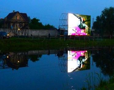Подгорцы, 2012. Чемпионат Европы на светодиодных экранах. Фан-зоны открываются даже в селах