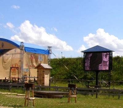 """Копачив, 2012. LED-экран в этнопарке """"Киевская Русь"""""""