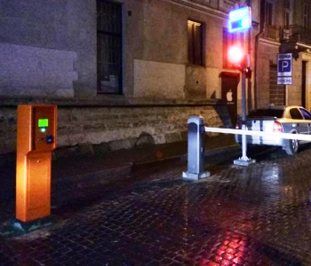 Полуавтоматическая парковка с табло свободных мест для рынка Вернисаж в г. Нижний Замок