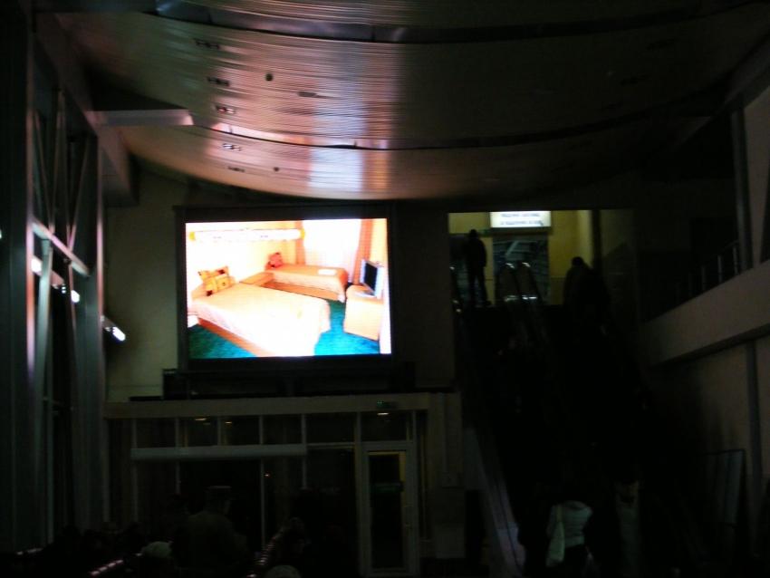 Самый большой светодиодный экран на железнодорожном вокзале города Харькова имеет размеры 6,6х4,4 м и шаг пикселя Р7,62 мм