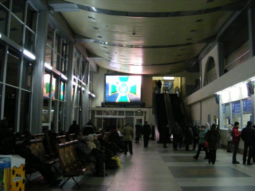 Табло, расположенное в кассовом зале, создано на базе экрана для внутреннего применения с шагом пикселя 7.62 мм