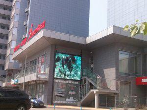 Экран компании СЭА в Киеве на Днепровской набережной