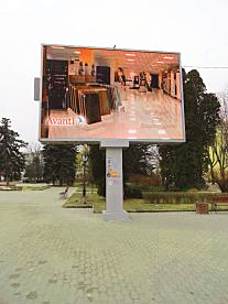 Рекламный светодиодный экран в парке Тернополя на улице Замковой