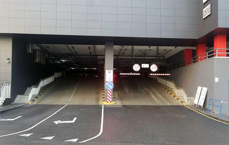 """Завершилась реконструкция платного паркинга в ТРЦ """"Оушен плаза"""""""