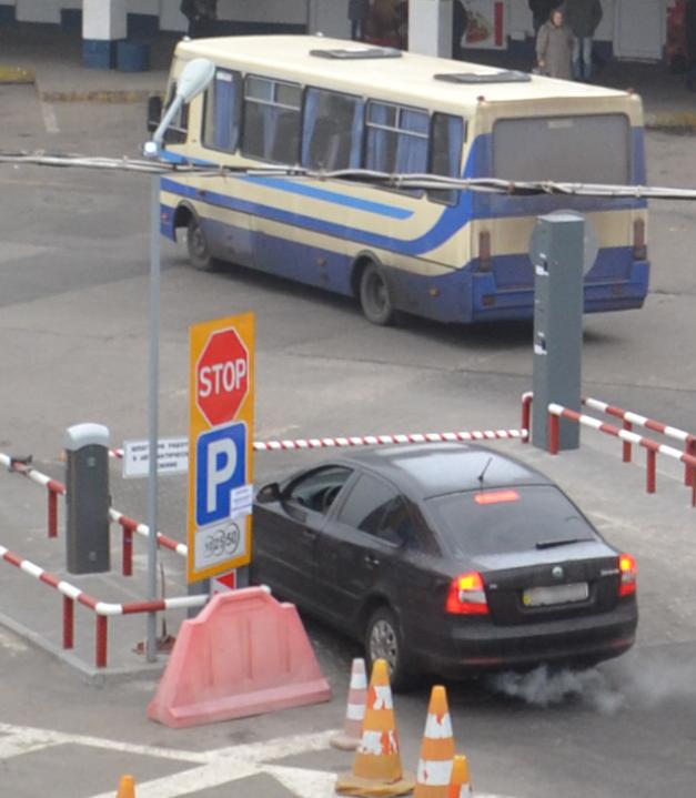 Въезд на реверсивную парковку автовокзала в Днепропетровске