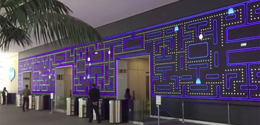 и даже гигантских размеров эмуляцию знаменитой компьютерной игрушки Pacman