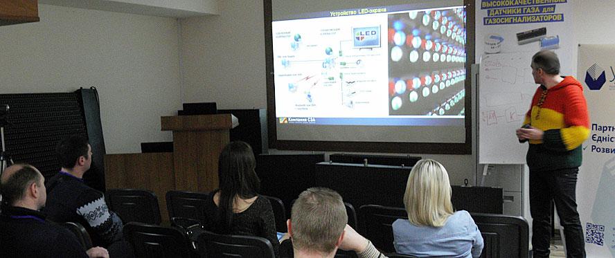 """Компания СЭА подготовила для участников Sign School обзорную лекцию """"Анатомия светодиодного экрана"""""""