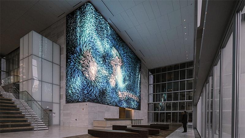 Виртуальная инсталляция «Public Art» была создана известным медиа-художником Рефиком Анадолом (Refik Anadol) в рамках арт-проекта «Виртуальные изображения: Сан-Франциско»