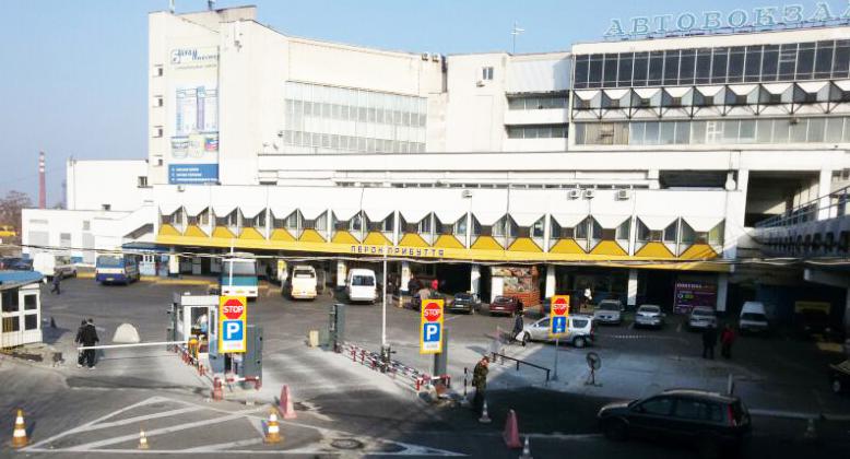 Новые 2-х уровневые стойки для организации парковок АС, ж/д вокзалов и аэропортов