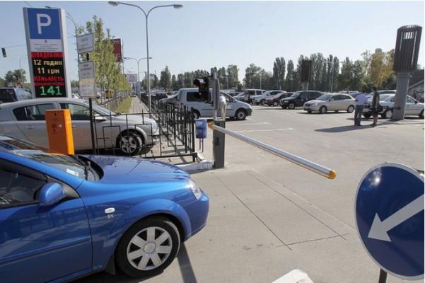 Полуавтоматическая перехватываюшая парковка в Киеве
