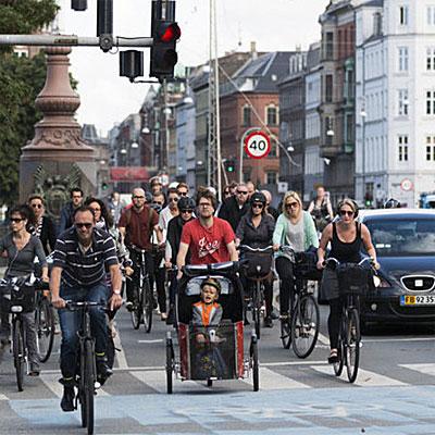 Муниципалитет «самой велосипедной» столицы планеты, датского Копенгагена, объявили о намерении установить на улицах города 380 «умных» светофоров, которые будут распознавать велосипедистов и приоритизировать их движение