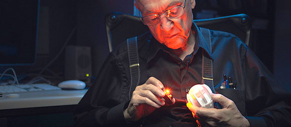 Ник Холоньяк - крестный отец светодиодных технологий