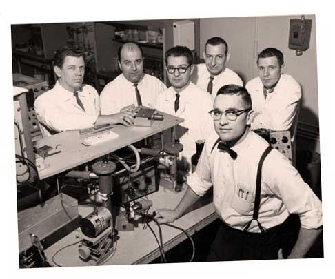 Отцом светодиодной технологии в нынешнем ее понимании стал Ник Холоньяк